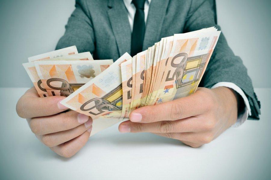 Kaip Uždirbti Pinigus Iš Karto Internete