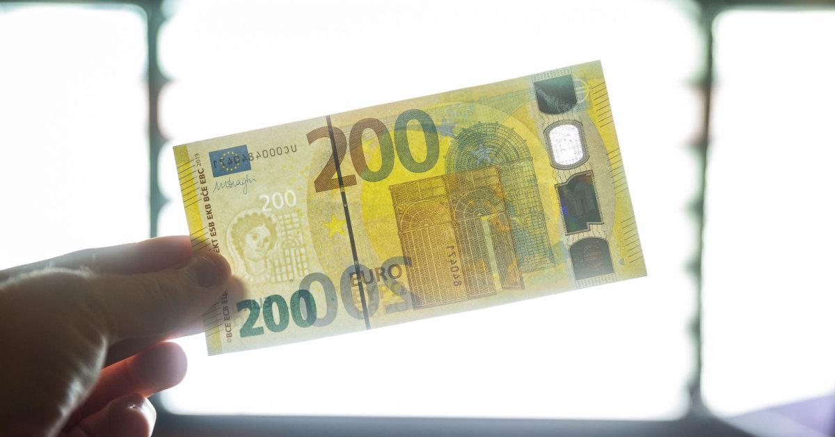 Ministerijos dovana medikams už kovą su koronavirusu – eurų dotacija poilsiui rudenį